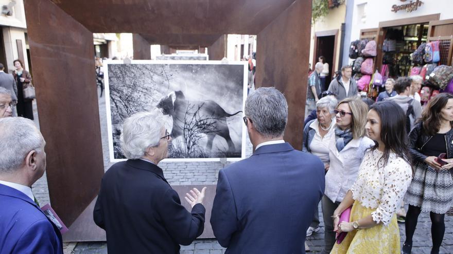 En la imagen, acto inaugural este miércoles de la exposición 'Génesis'.