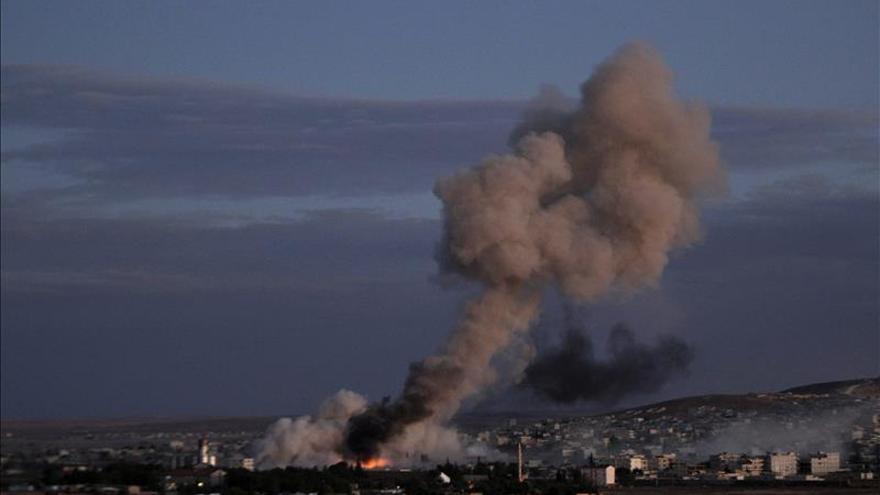 Suben a 64 los civiles muertos en bombardeo de coalición contra EI en Siria
