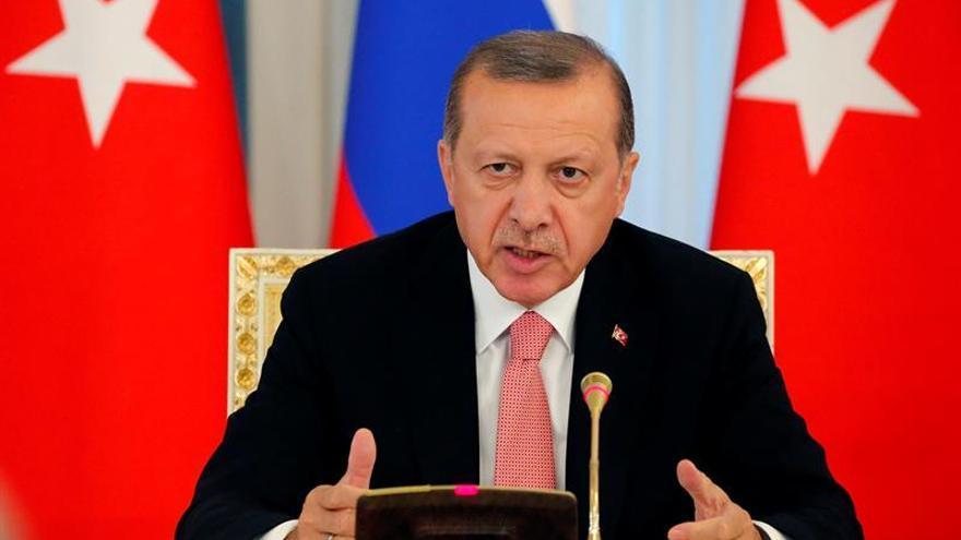 La policía turca registra empresas y la Justicia ordena nuevas detenciones