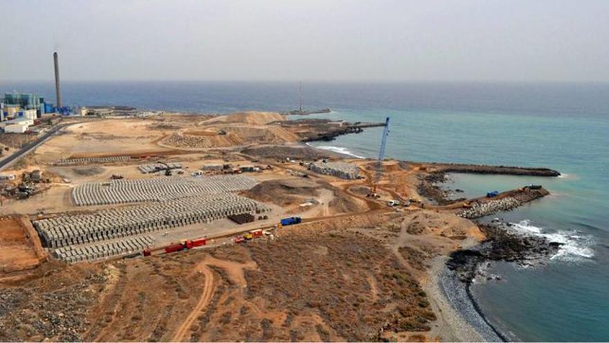 Imagen de archivo del litoral en que se prevé ubicar la planta de gas, en Granadilla (Tenerife)