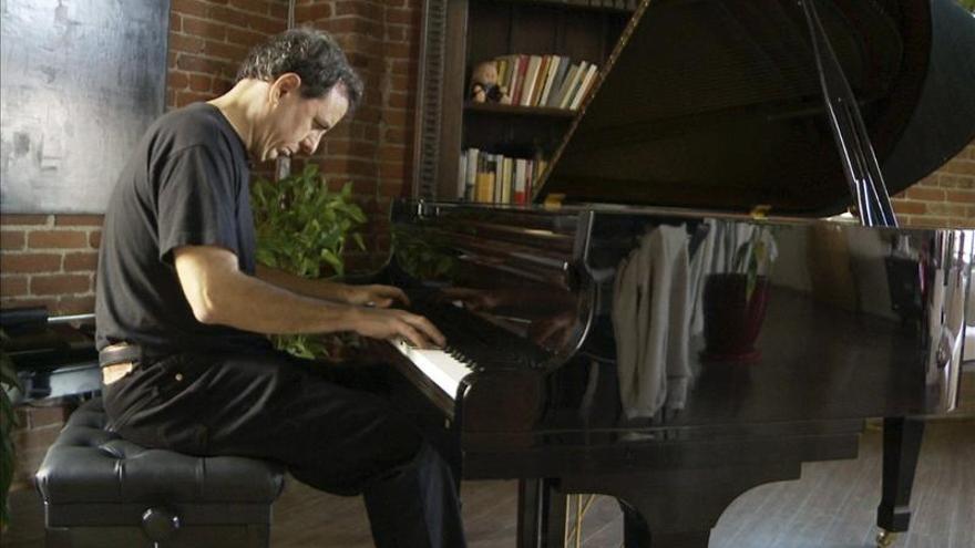 Doce nominaciones por su música, César Benito no quiere acostumbrarse al éxito