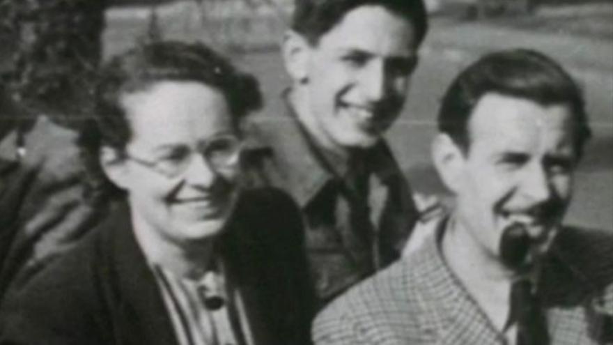 Joan Clarke junto a su equipo encargado de descrifar los mensajes alemanes de Enigma.
