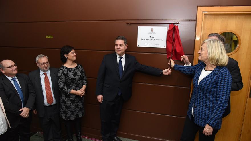 García-Page inaugura una placa con el nombre de Pérez Rubacalba en la UCLM