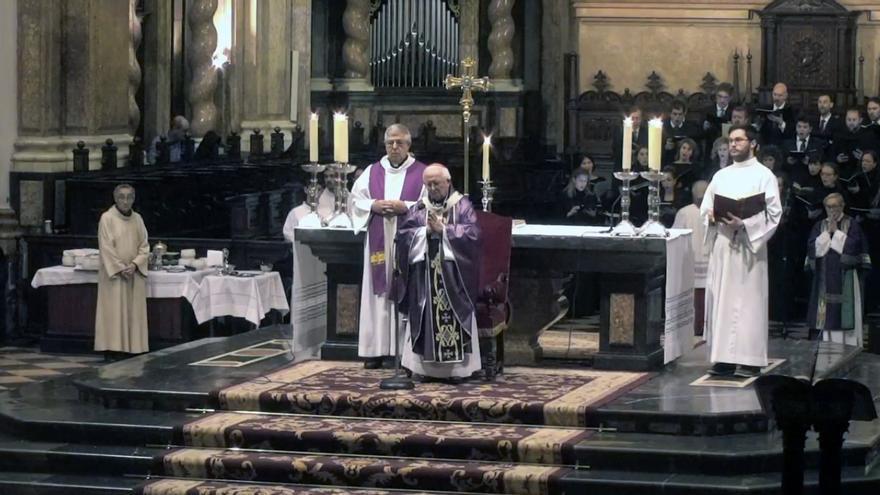 El cardenal Antonio Cañizares oficia la misa del funeral de Rita Barberá