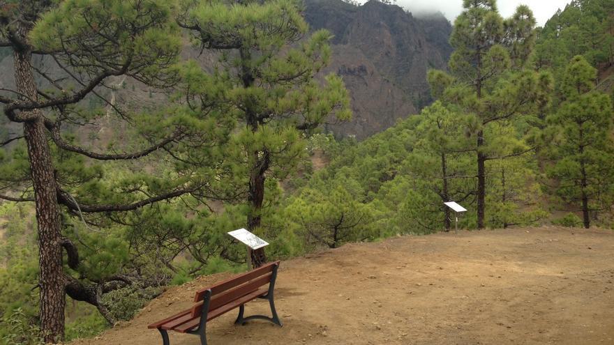 Las ocho banquetas de madera han sido colocada entre el mirador de La Cumbrecita -uno de los principales balcones naturales del Parque Nacional- y el lomo de las Chozas. Foto. PARQUE NACIONAL DE LA CALDERA.