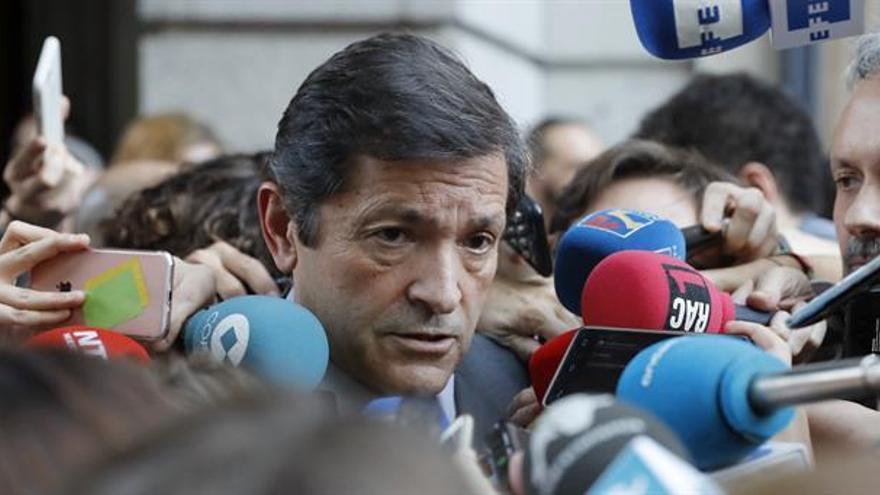 Fernández respeta la decisión de Sánchez y dice que el congreso del PSOE no tiene fecha