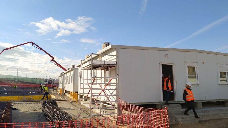 Construcción de los módulos en el polígono industrial de Villa de Vallecas. / S.P.M