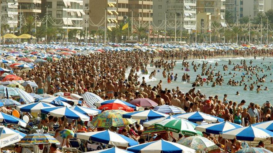 """CCOO pide acabar con la """"cara B"""" del turismo y construir un modelo sostenible"""