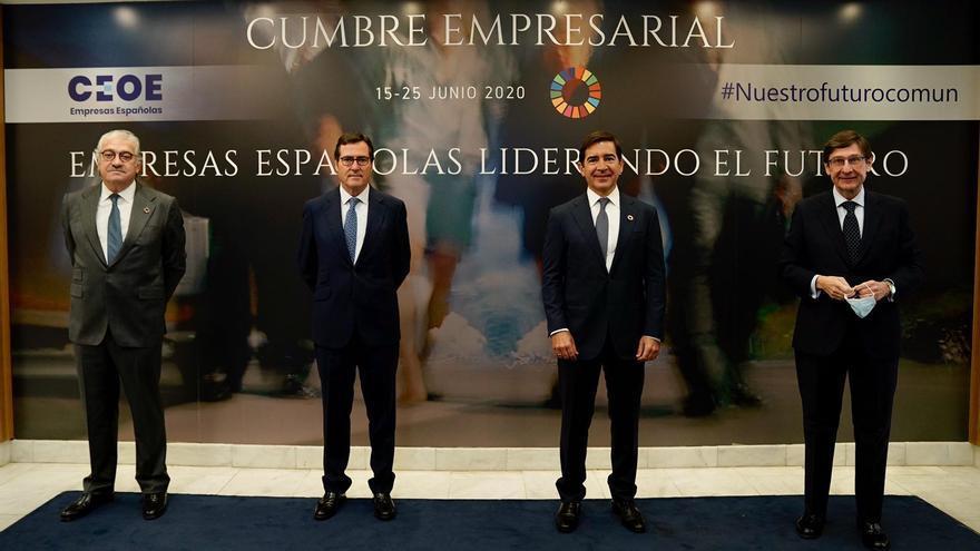 Foto de familia de la cumbre inaugural de CEOE 'Empresas españolas liderando el futuro', con la presencia de izquierda a derecha de José Bogas (Endesa), Antonio Garamendi (CEOE), Carlos Torres Vila (BBVA) y José Ignacio Goirigolzarri (Bankia).