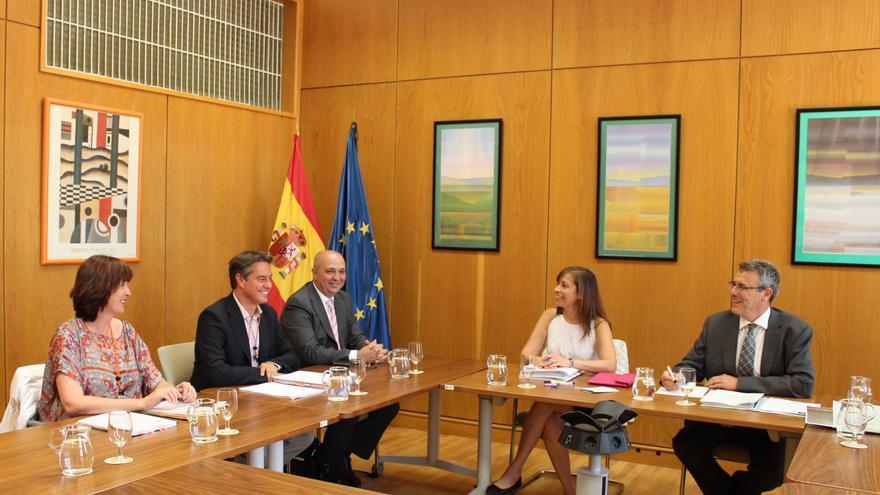 Reunión entre la directora general del Agua del Ministerio y el director general de Aguas del Gobierno de Canarias