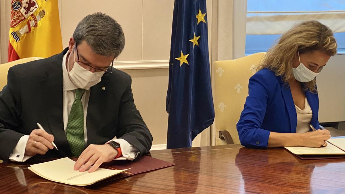 Juan Mari Aburto, alcalde de Bilbao, y Raquel Sánchez, ministra de Transportes, Movilidad y Agenda Urbana