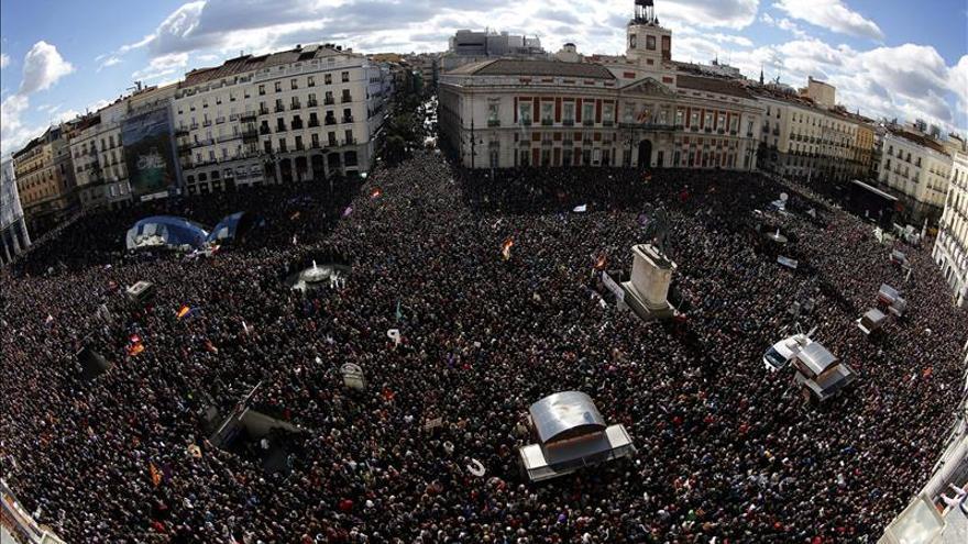 Miles de personas se manifiestan en Madrid convocadas por el partido Podemos