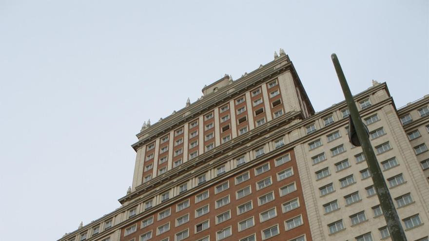 Banco Santander cierra la venta del Edificio España al empresario chino Wang Jianli