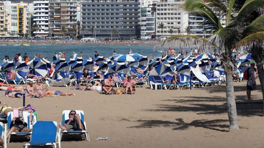 Canarias cerró el año con 15,55 millones de turistas, un 2,6 % menos que 2017