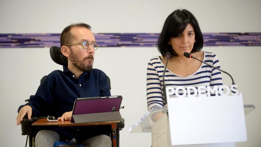 Pablo Echeique e Idoia Villaneuva, en la rueda de prensa de Podemos tras el Consejo de Coordinación.
