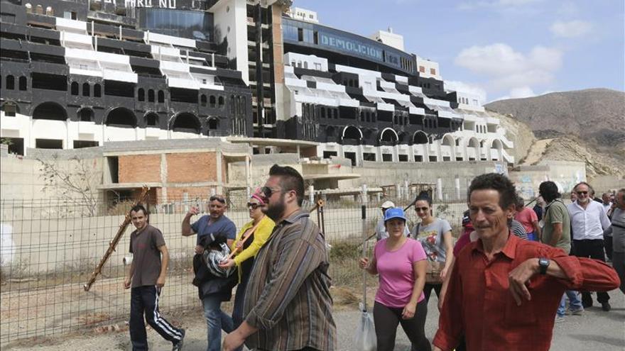"""El alcalde de Carboneras ha pedido que les digan """"de una vez si hay que comprar cohetes o explosivos"""""""