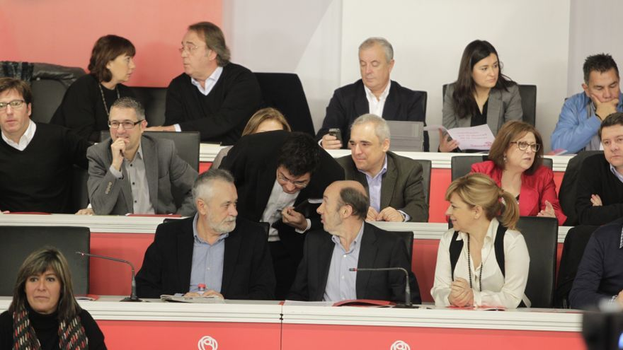"""Rubalcaba pide a los socialistas que apoyen al PSC, porque """"la situación es muy difícil y se puede poner peor"""""""