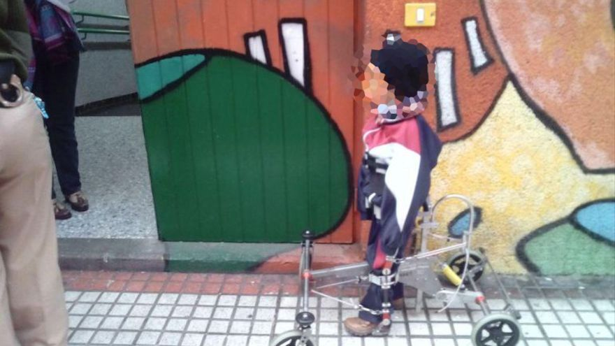 Al hijo de Alexis Bethencourt no lo dejaron entrar en su colegio con un andador.