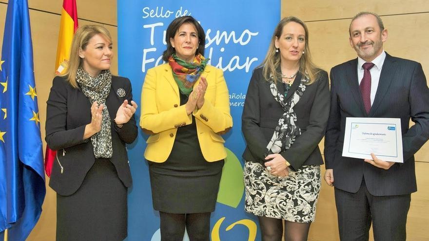 Sendaviva recibe un diploma por ser una empresa avalada con el Sello de Turismo Familiar