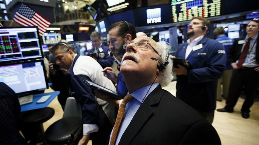 Fuertes avances en Wall Street a media sesión