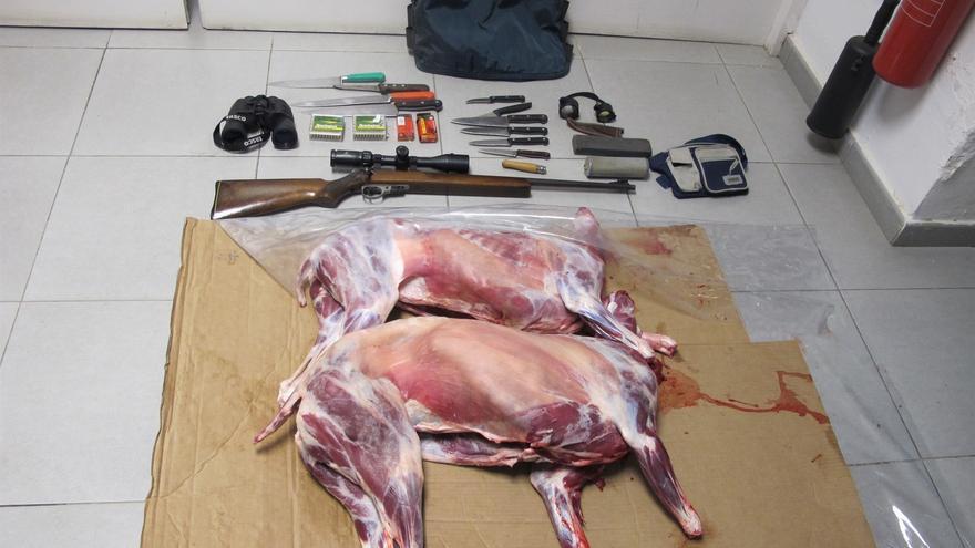Imagen facilitada por la Guardia Civil con los animales descuerados y limpios de vísceras