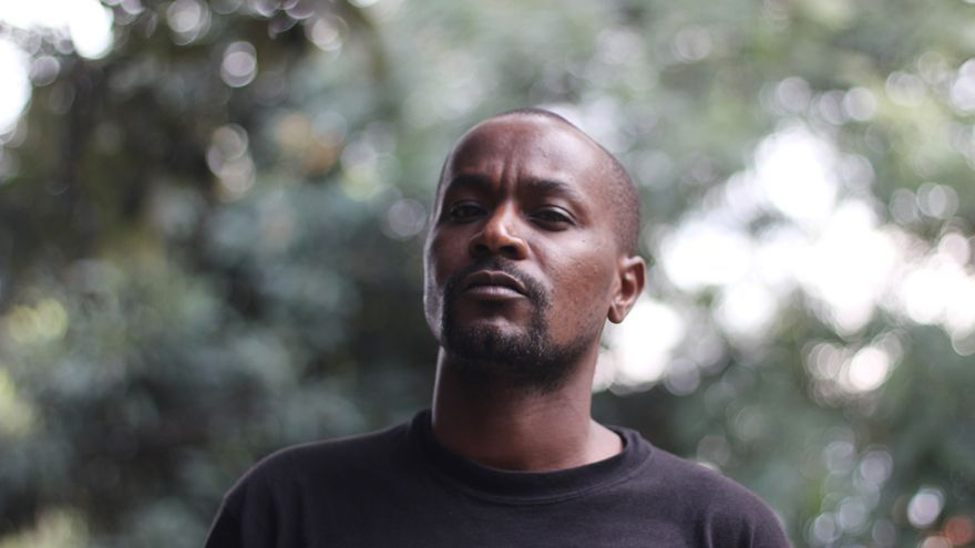 Eric Gitari, director de la Comisión Nacional de los Derechos Humanos de Gays y Lesbianas en Kenia e incansable activista, teme más a la sociedad que a los políticos y sus leyes. \ Jon Cuesta
