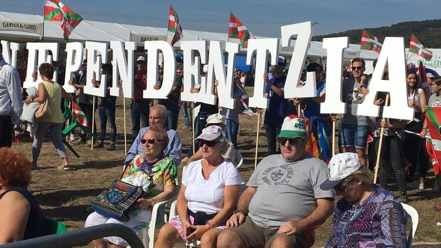 Asistentes al Alderdi Eguna reivindicando la independencia