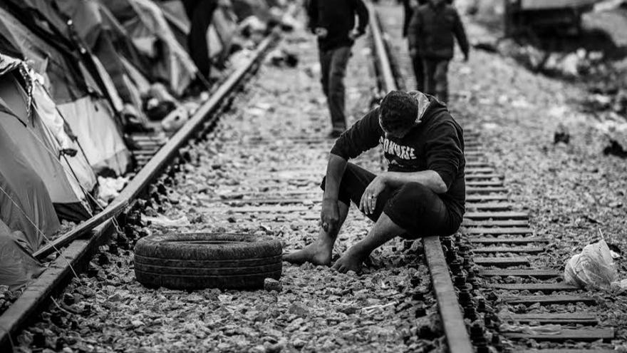 La fotógrafa ha captado con su cámara en el periplo por los campos de refugiados /