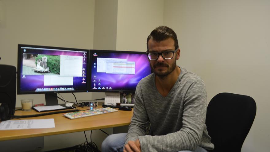 Mindaugas Rainys atiende a Canarias Ahora en los estudios de la televisión lituana TV3. Iago Otero.