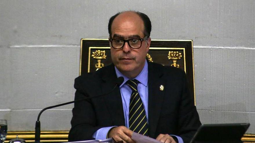 El jefe del Parlamento denuncia que Maduro convocará una Constituyente sin voto popular
