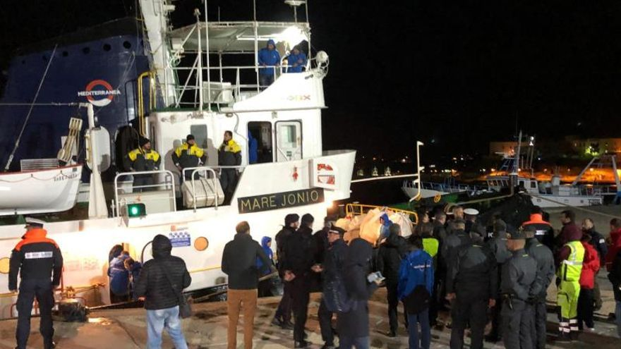 Italia ordena la incautación del barco Mare Jonio, que permanece atracado en el puerto de Lampedusa con 50 migrantes.