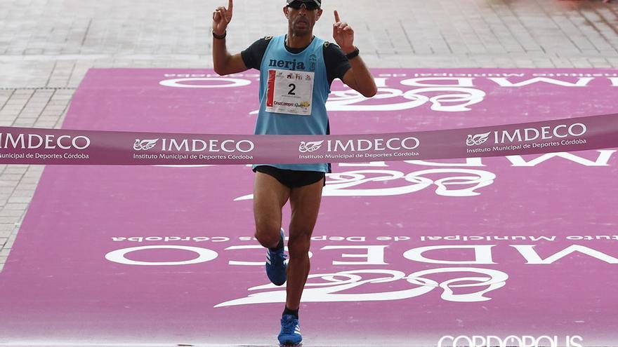 El ganador cruza la línea de meta | TONI BLANCO