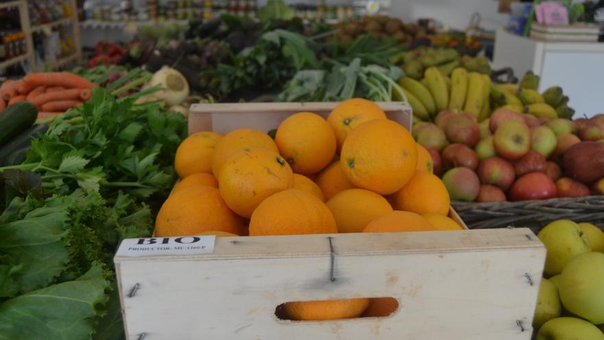 Una caja de naranjas ecológicas en una tienda de Vila-real.