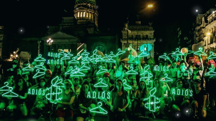 Miles de mujeres celebran la legalización del aborto en Argentina