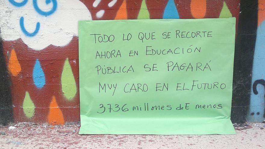 Pancarta en contra de los recortes (Olga Rodríguez)