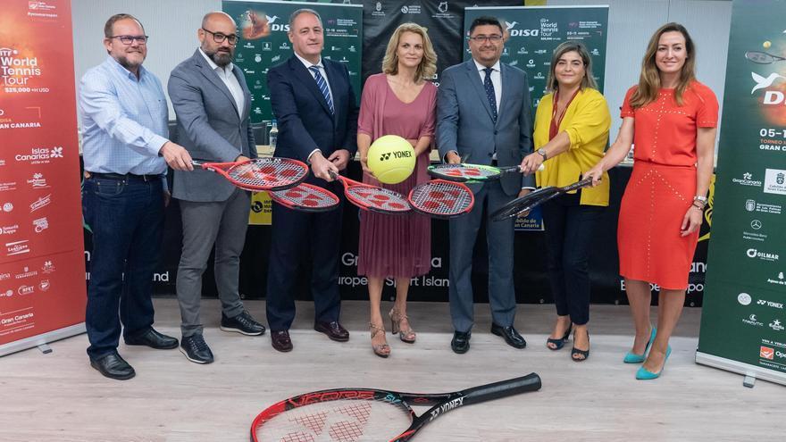 Autoridades y representantes de empresas patrocinadoras de los torneos ITF a disputar en Gran Canaria