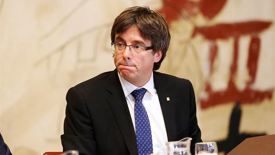 """Puigdemont llama """"antidemócratas"""" a quienes """"conspiran"""" desde el Estado"""
