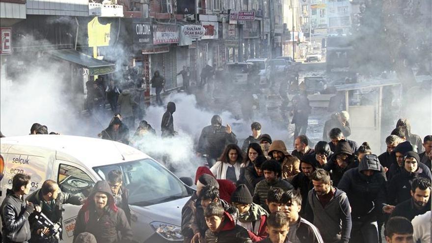 """La UE pide un alto el fuego """"inmediato"""" ante el empeoramiento en el sureste turco"""