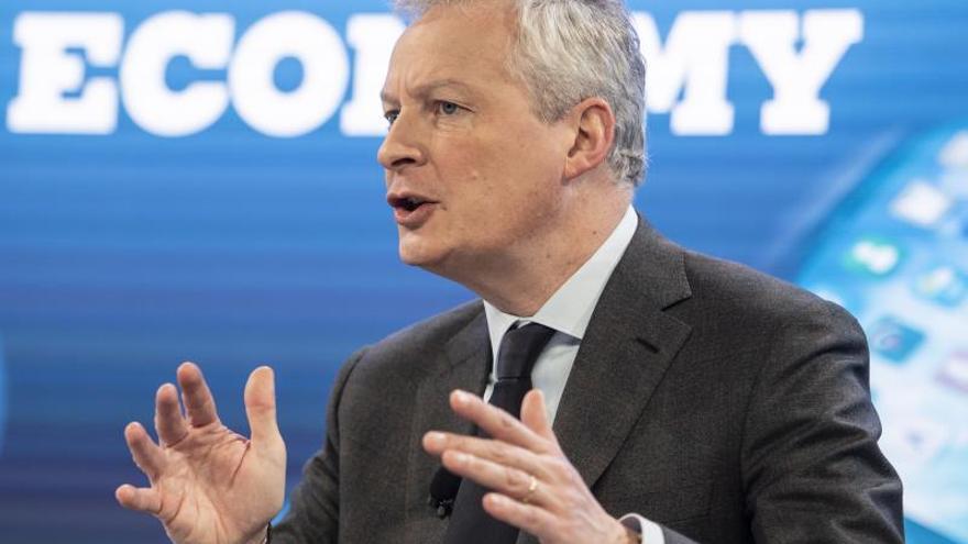 """Imagen del ministro de Economía francés, Bruno Le Maire, quien ha asegurado este jueves en el Foro de Davos que Francia """"jamás"""" retirará la tasa que aplica a las empresas de servicios digitales, si bien ha abogado por alcanzar un acuerdo global para que se establezca un gravamen """"mínimo"""" en todo el mundo."""