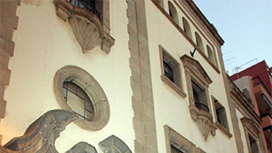 Fachada del antiguo edificio de Telefónica, en Santa Cruz de Tenerife.