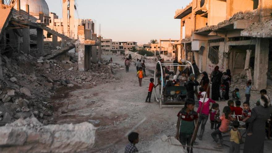 Ejército sirio avanza frente al EI por zona de campos de gas y crudo en Raqa