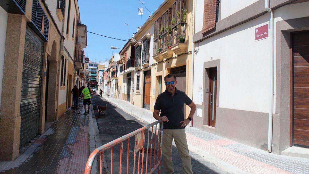 David Dorado en las obras de la calle López de Alba.