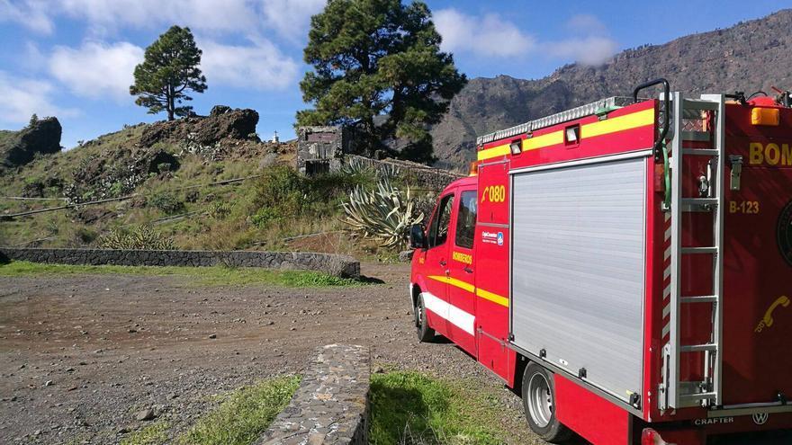 En la imagen, vehículo de los bomberos que participó en el rescate. Foto: BOMBEROS LA PALMA.