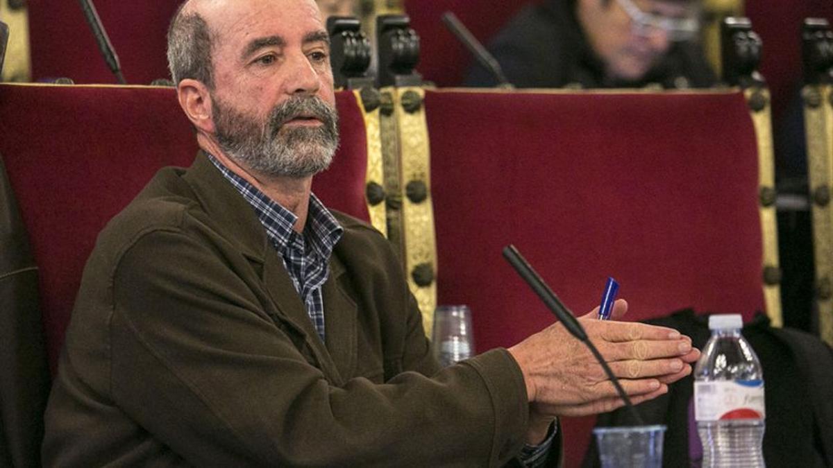 Santiago Pérez, concejal de Avante La Laguna durante una sesión plenaria en el Ayuntamiento de La Laguna.