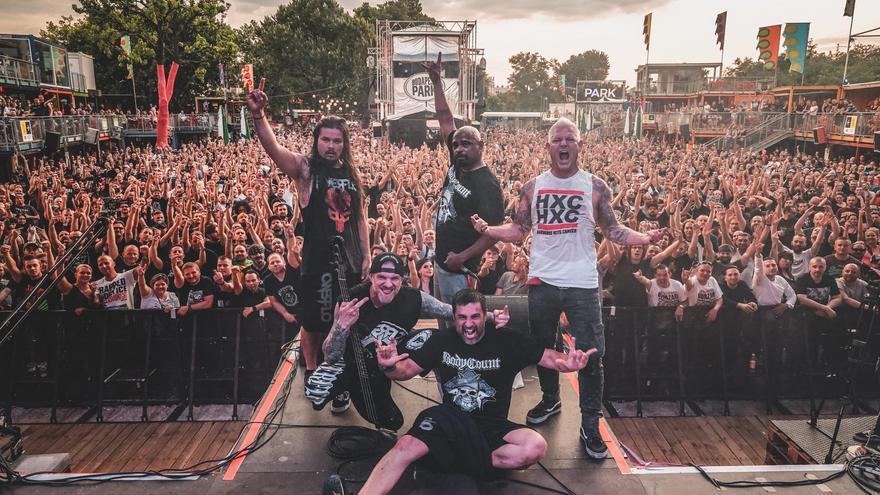 Billy Biohazard con una camiseta de Hardcore Hits Cancer al término de un concierto de Powerflo el pasado verano