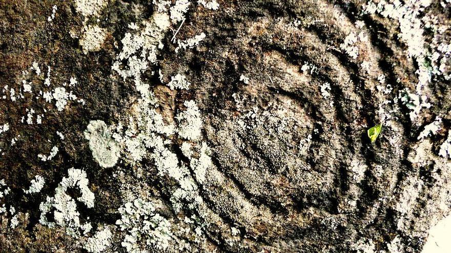 Petroglifo de círculos concéntricos perteneciente al complejo rupestre del Morro de Las Nieves. Foto: Miguel A. Martín.
