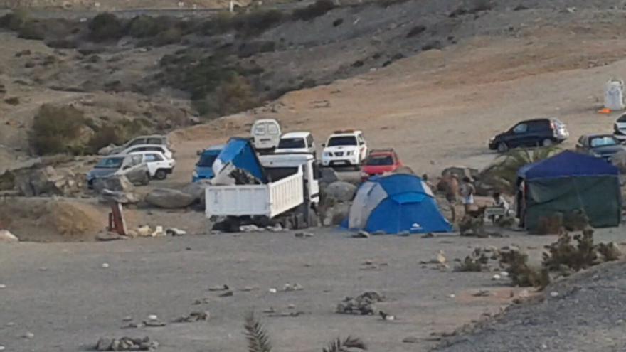 La patera en la que llegaron las 40 personas a la costa grancanaria el pasado martes dentro de un camión (CRUZ ROJA)