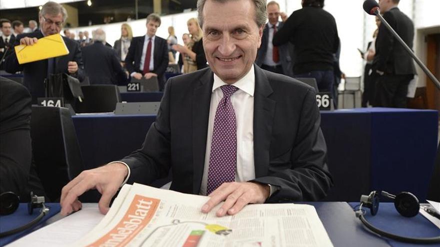 El comisario Oettinger pide más políticas europeas para enfrentar incertidumbre