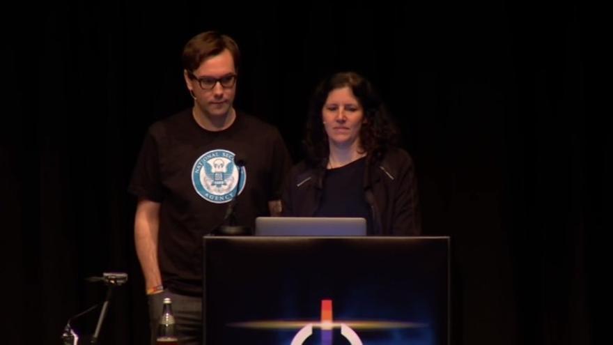 Jacob Appelbaum y Laura Poitras