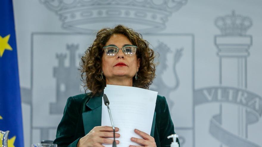 La ministra portavoz y de Hacienda, María Jesús Montero, comparece en rueda de prensa tras el Consejo de Ministros celebrado en Moncloa (Madrid), a 1 de diciembre de 2020.